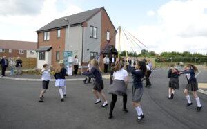 WALGRAVE MAYPOLE DANCING